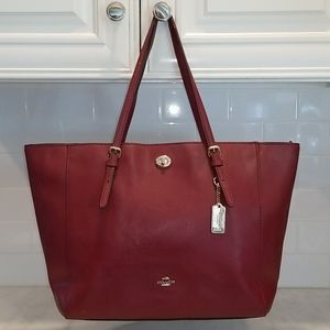 Coach Cross-grained Turn-lock Carry All City Tote